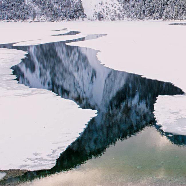 Dünnes Eis auf einem See
