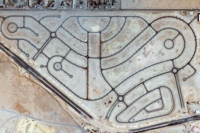 Eine Luftaufnahme von einem Straßennetzwerk