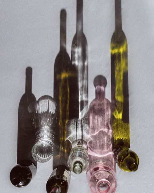 Flaschen werfen Schatten