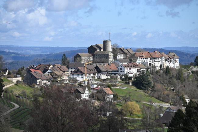 Blick auf eine Stadt mit Burg