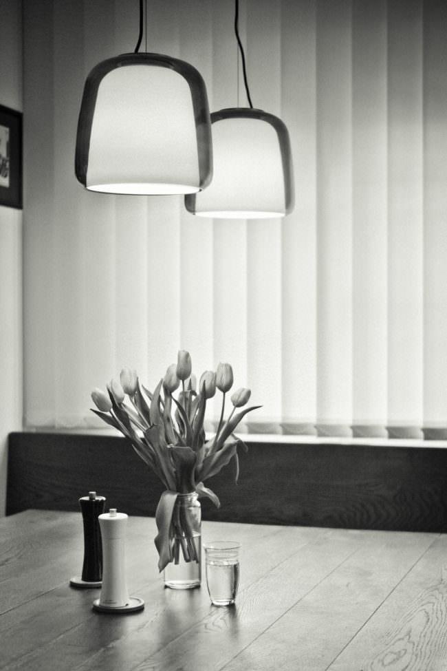 Esstisch mit Tulpen