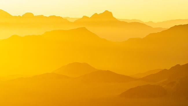 Berge im goldenen Licht