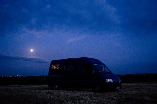 Camper im Mondlicht