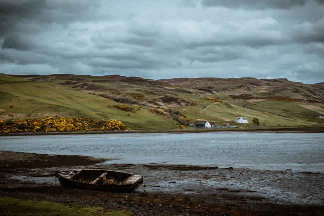 Altes Boot an einem See