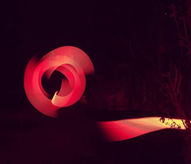 Lightpainting rot abstrakt