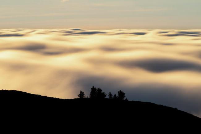 Landschaft vor einer Wolkenfront
