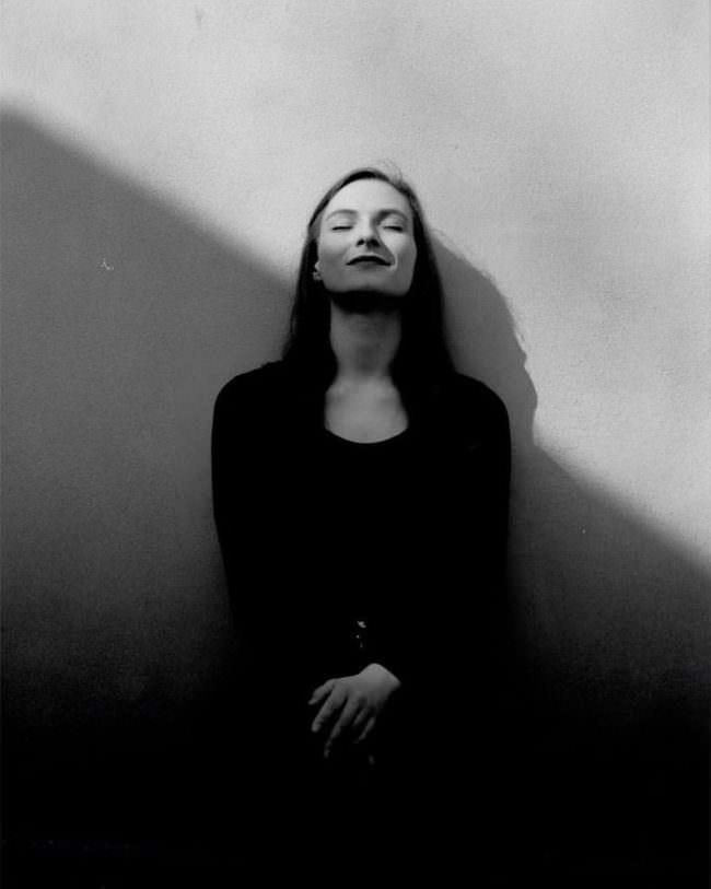 Portrait diagonal im Schatten
