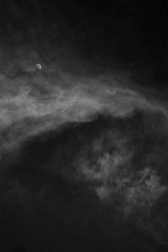 Wolkenhimmel mit Mond