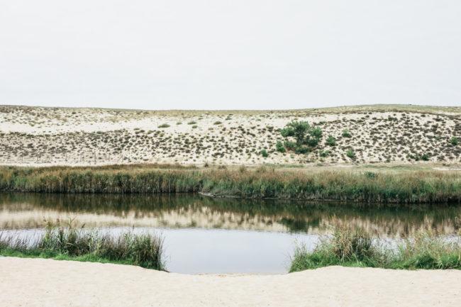 Fluss in versteppter Landschaft