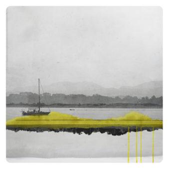 surreale Wasserlandschaft übermalt mit gelben Farbflecken