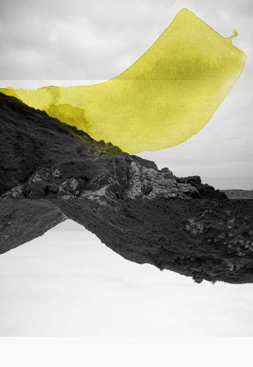 surreale Landschaft übermalt mit gelben Farbflecken