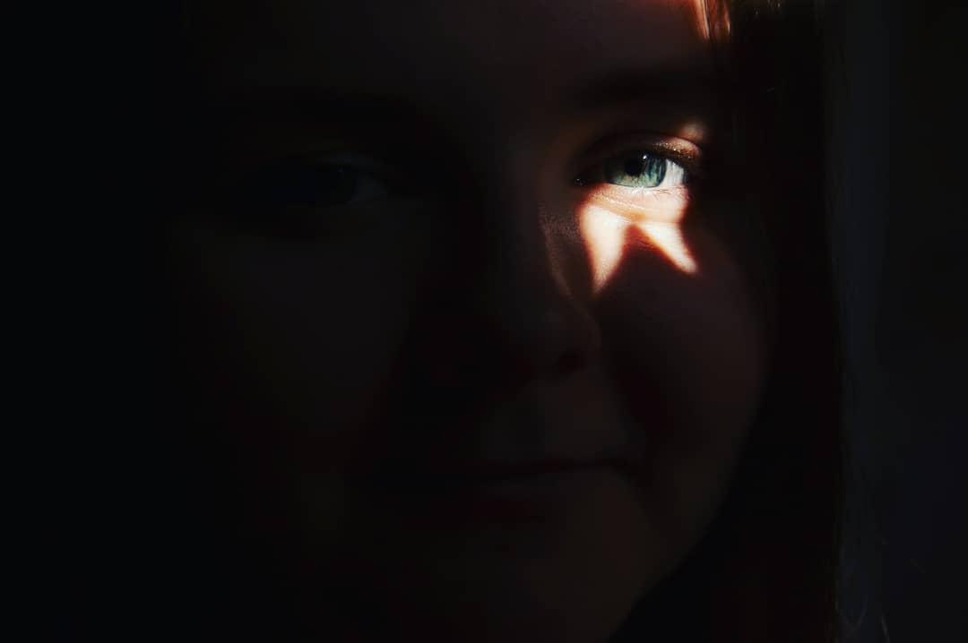 Lichtfleck auf einem Auge