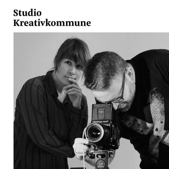 Zwei Menschen arbeiten mit einer Kamera