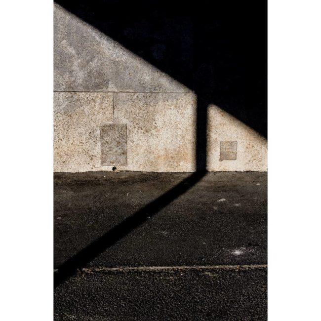 Lichtflecke an einer Hauswand