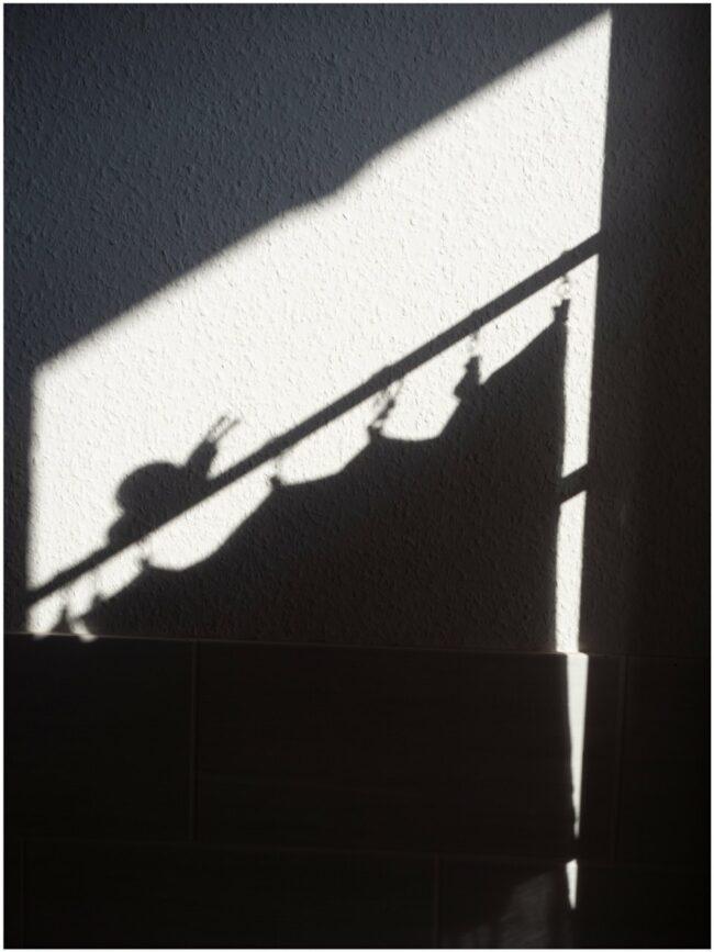 Schatten eines Duschvorhangs