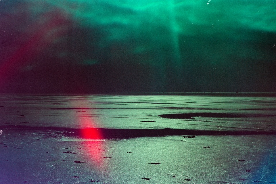 surreale Landschaft mit Lichtflecken
