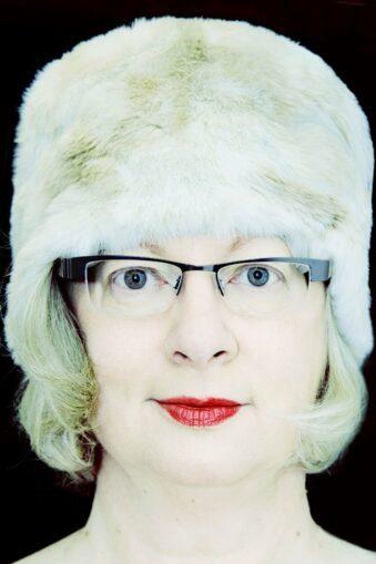 Portrait Frau mit weißer Uschanka