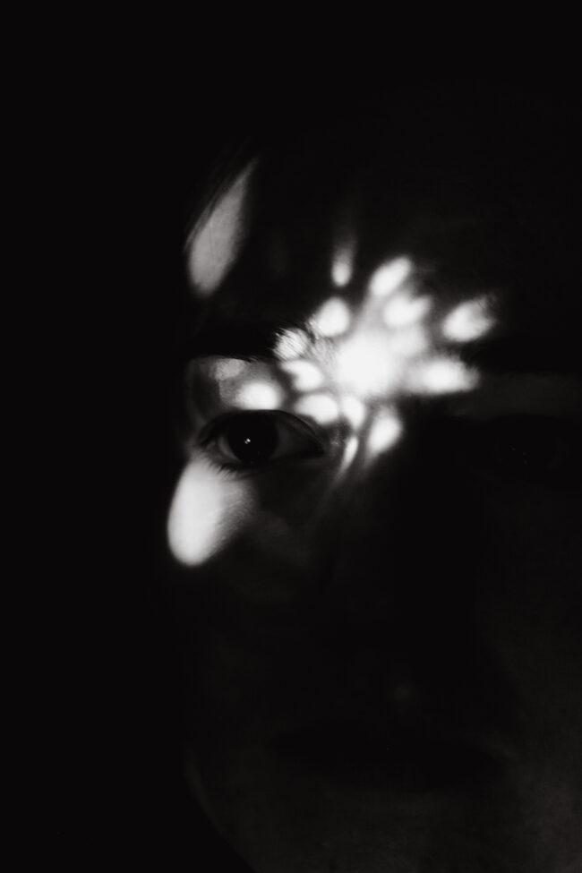 Portrait mit Lichtspielen