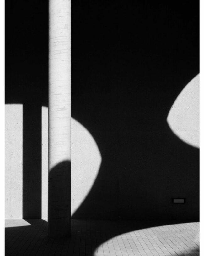 Licht- und Schattenformen an einer Wand