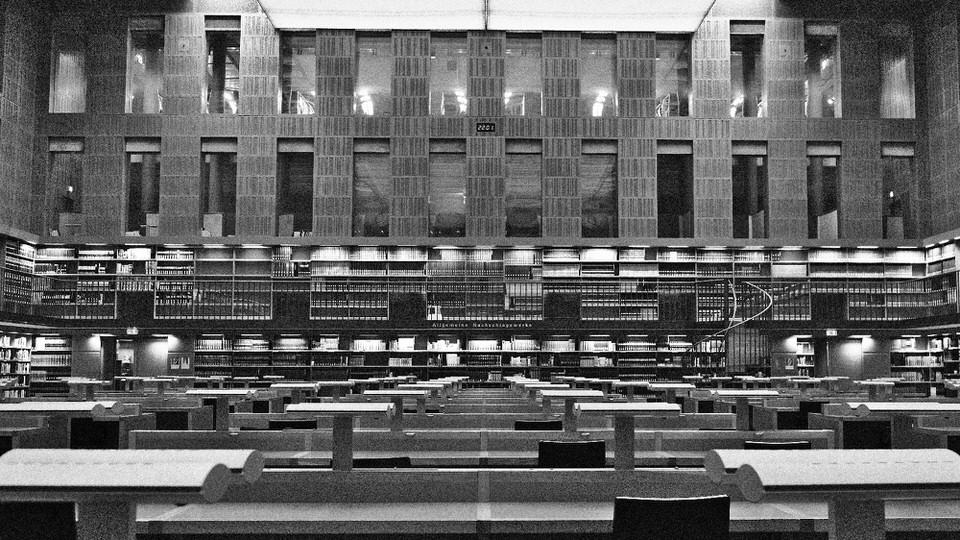 Bibliothek mit symmetrischem Design