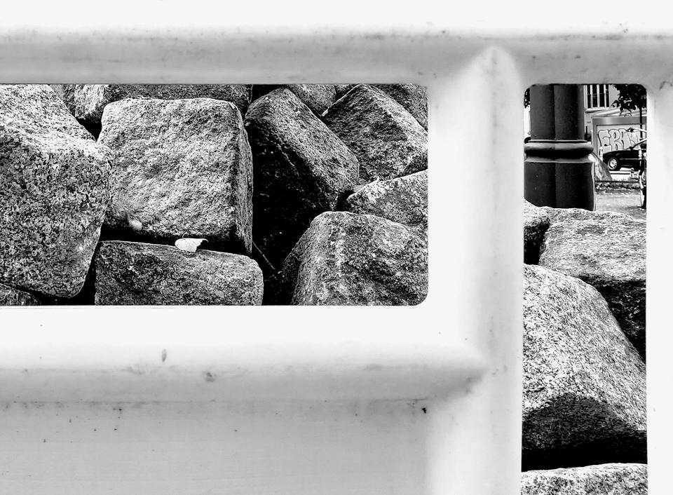 Geländer mit Steinwand
