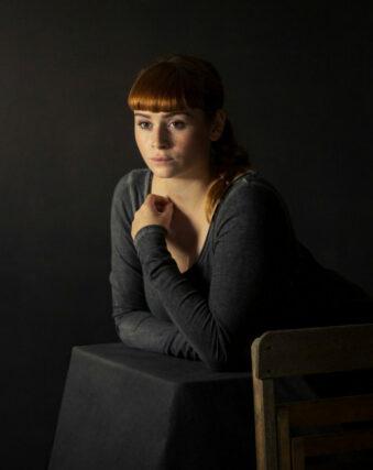 Ein dunkles Portrait einer Frau