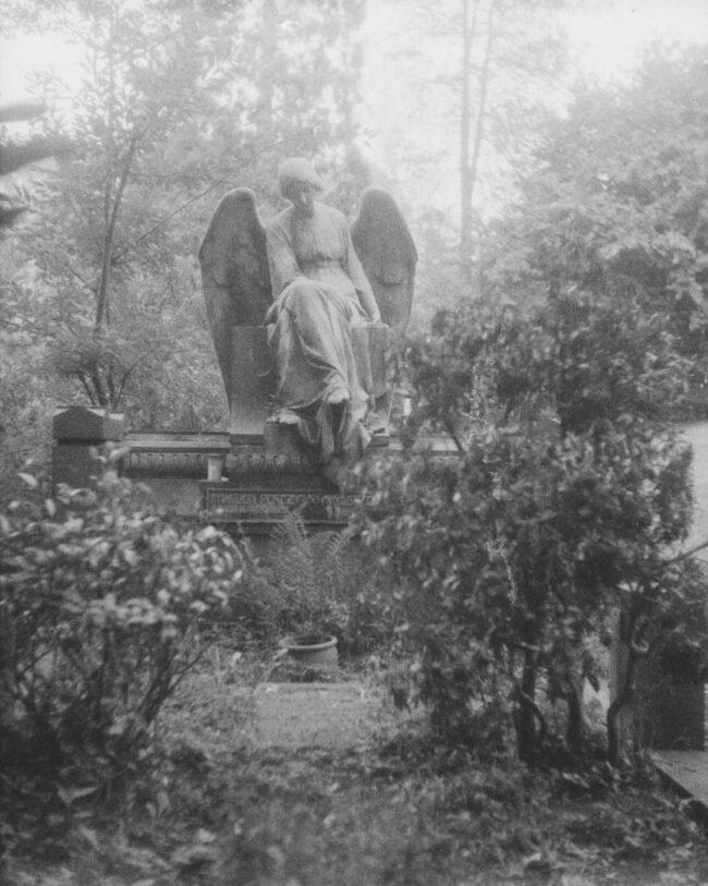 Engel auf einem Friedhof