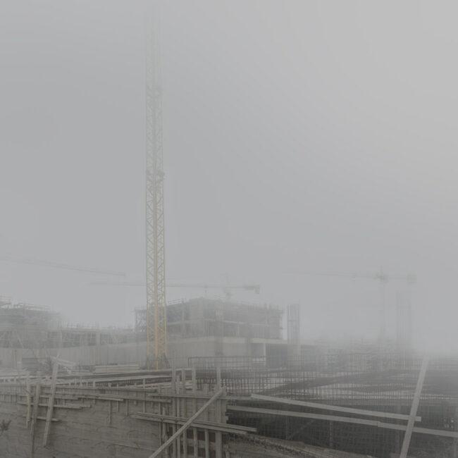 Baustelle im Nebel