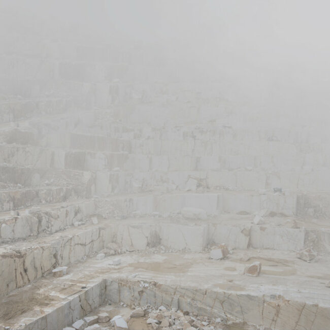 Marmorgrube im Nebel