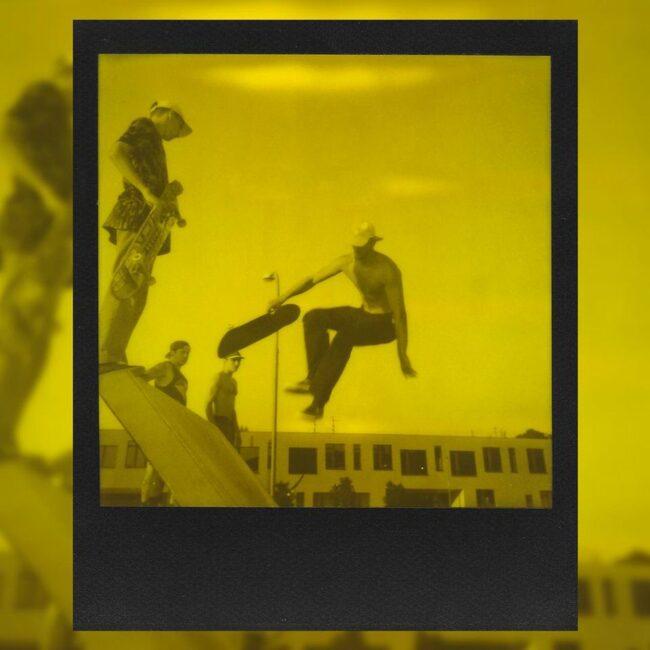 Skateboardfahrer beim Springen