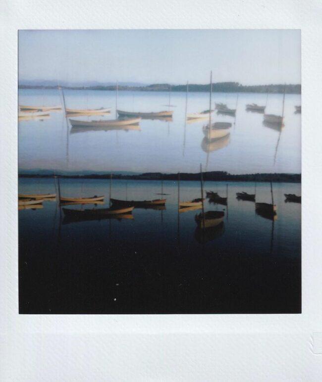 Doppelbelichtung: Boote auf einem See