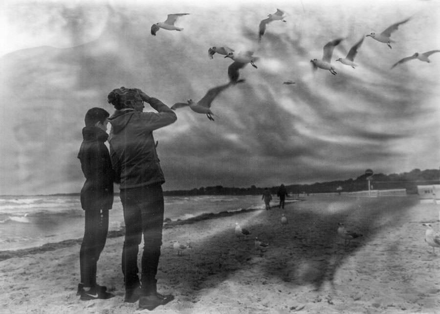 Zwei Menschen am Strand