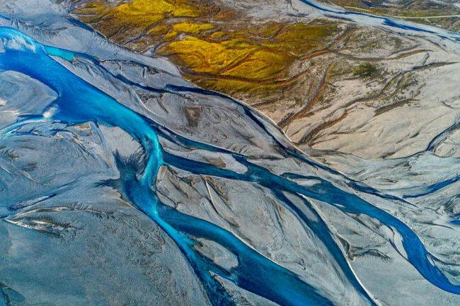 Blauer Flusslauf