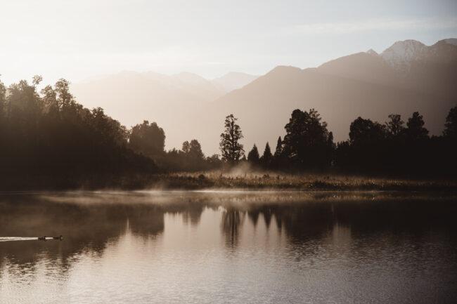 Landschaft vor einem See