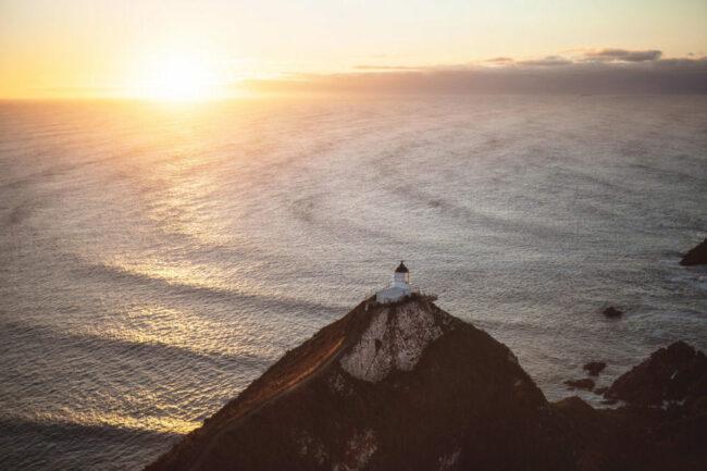 Leuchtturm auf einer Klippe