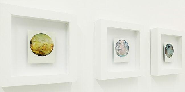Werke in einer Ausstellung