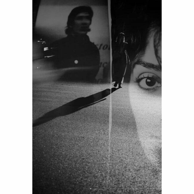 Doppelbelichtung einer Straße und Menschen