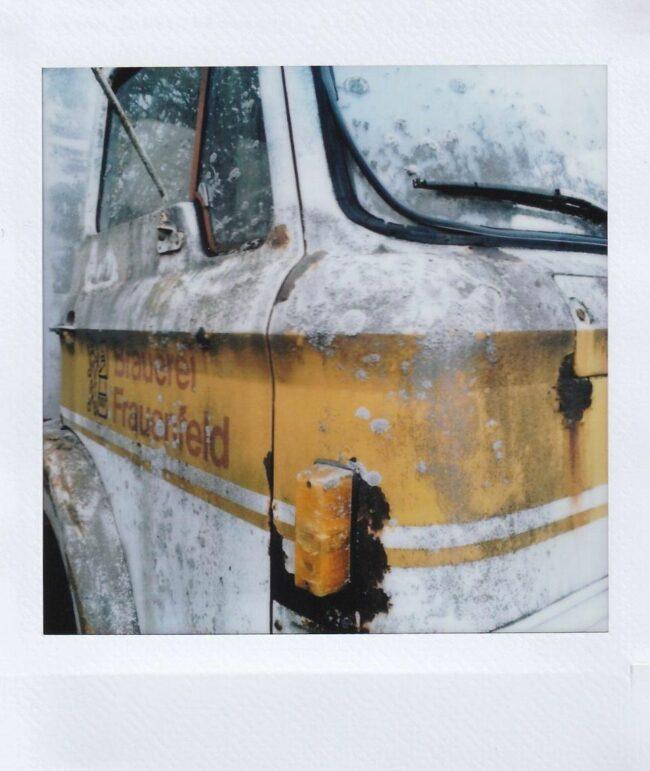 Polaroid eines altes Bus in einer Detailaufnahme