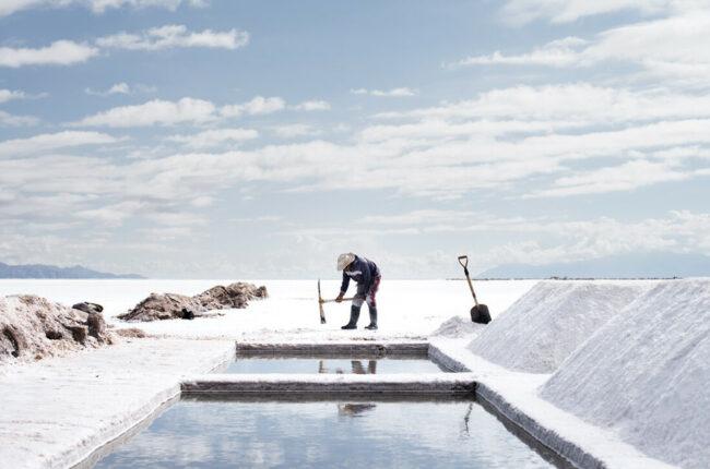 Salzbauer bei der Arbeit