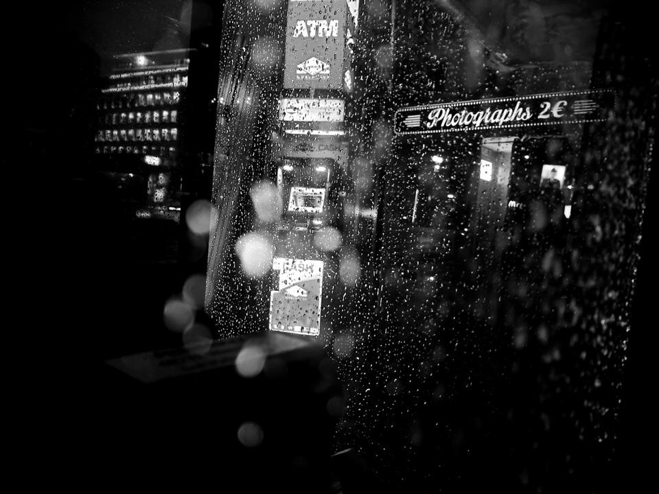 Verregnete Stadtszene