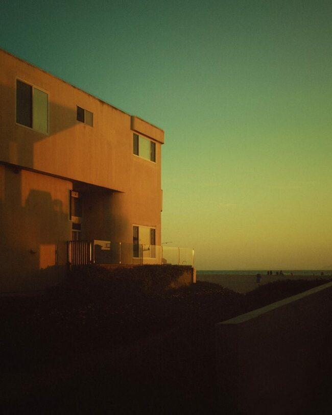 Architektur vor dämmerndem Himmel
