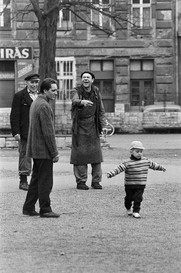 drei Männer und ein Kind