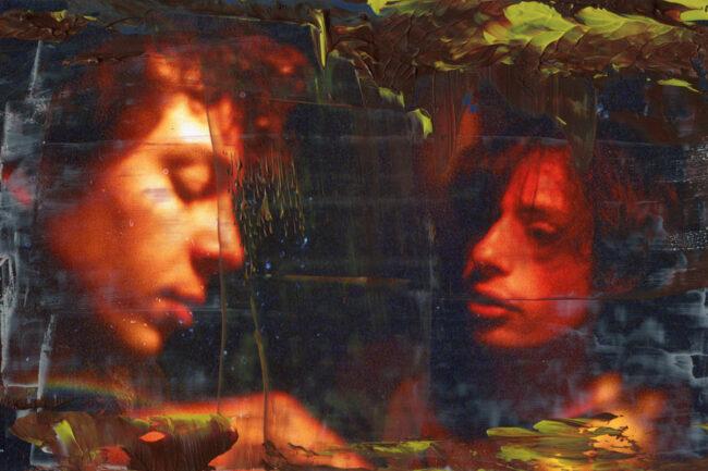 Bild zweier Menschen übermalt