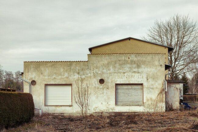 verfallende Hausfassade