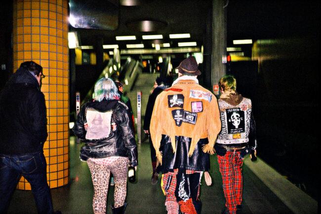 Punks in der U-bahn