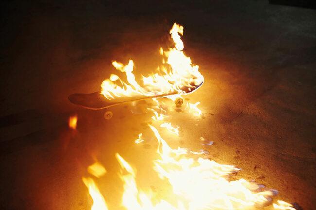 Brennendes Skateboard