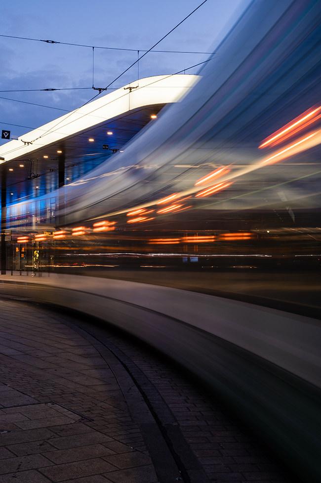 Vorbeifahrende Bahn