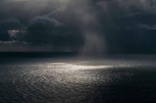 Meer mit Lichtstrahl