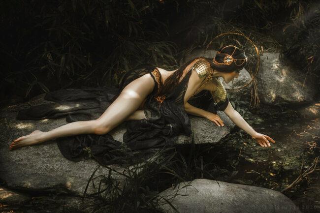 Fanatsybild einer Frau am Fluss