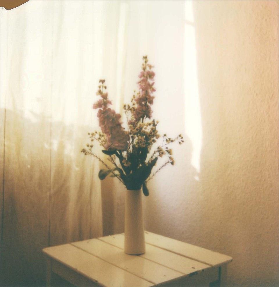 Blumenstrauß auf einem Tisch